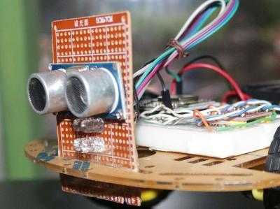 Bagian Kepala Robot Sensor Ultrasonic dan Lampu LED